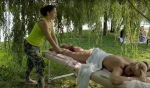 Бесплатно девушки эротический массаж